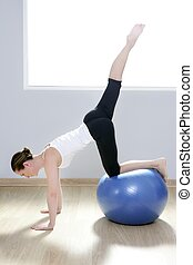 kobieta, yoga, sala gimnastyczna, piłka, stałość, pilates, stosowność
