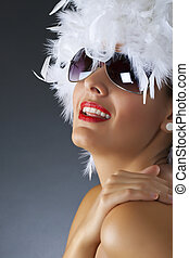 kobieta, z, białe pióro, peruka