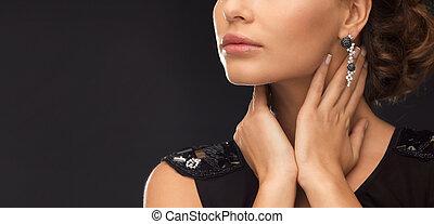 kobieta, z, diament, earrings