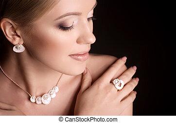 kobieta, z, makijaż, w, luksus, biżuteria