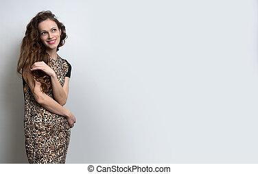 kobieta, z, piękno, długi, kędzierzawy włos