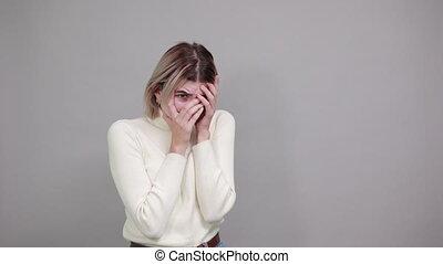 kobieta, za, znudzony, patrząc, palce, głowa, ręka, odzież, ...