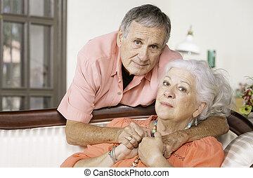 kobieta, zainteresowany, przewrócić, senior, albo, człowiek
