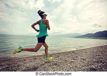 kobieta, zdrowy, wybrzeże, młody, wyścigi, ciągnąć, biegacz, stosowność, wschód słońca