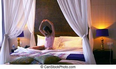 kobieta, ziewa, łóżko, 3840x2160, młody, bedroom., idzie, ...