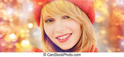 kobieta, zima, na, światła, kapelusz, szalik, szczęśliwy