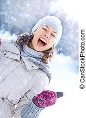 kobieta, zima, outdoor., śmiech, zabawa, dziewczyna, posiadanie, szczęśliwy