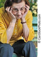 kobieta, zmartwiony, senior