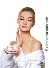kobieta, zwracający się, twarz, moisturizer, ner, śmietanka