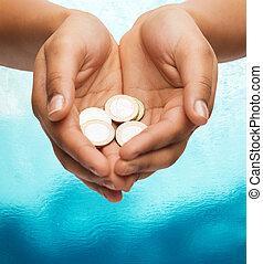 kobietki, pokaz, monety, cupped ręki, euro