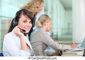 kobiety, pracujący, w, niejaki, nazywać środek