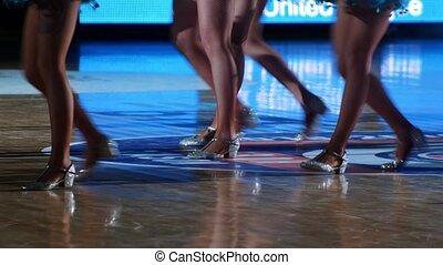 kobiety, w, iskierka, kostiumy, taniec, dla, drużyna, podpórkowy