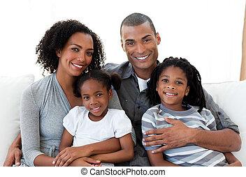kochający, sofa, razem, rodzina, posiedzenie