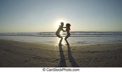 kochankowie, młody, tulenie, urlop, obejmowanie, plaża