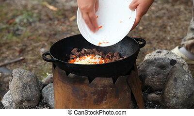 kochen, von, fleisch, in, zauberkessel, draußen