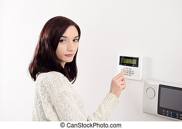 kode, keypad, alarm, kvinde, indgå, security til hjem