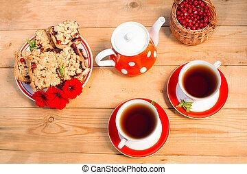 koekjes, set, houten, thee, bovenzijde, polka-punt, achtergrond., tijd, overzicht., koppen, partij., rood