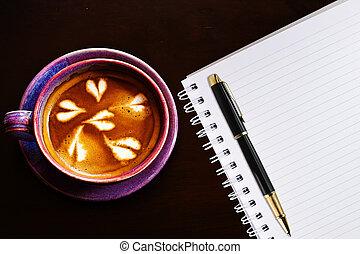 koffie, close-up, spiraal, bruine , grit, pen, barista, tafel., kop, aantekenboekje
