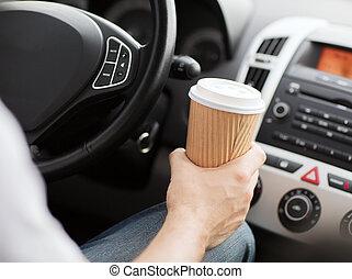 koffie, geleider, auto, terwijl, drinkt, man