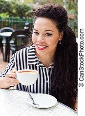 koffie, het genieten van, jonge vrouw