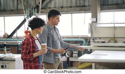 koffie, tablet, werkmannen , meisje, klesten, terwijl, hout,...