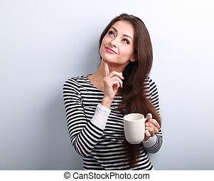 koffie, vrouw, kop, denken, betrokken, jonge, op, het kijken