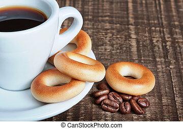 koffiekop, houten, bagels, achtergrond., bonen, close-up., bakt