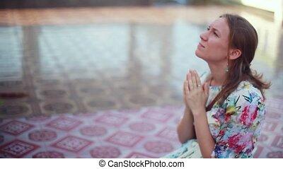 koh, kobieta, modli się, kolana, młody, laem., plai, kompleks, nadchodzący, wat, świątynia, 1920x1080, samui