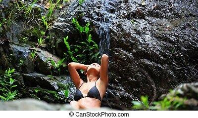 koh samui, kobieta, waterfall., młody, woda, thailand., hd., sexy, spadanie, cieszący się, 1920x1080