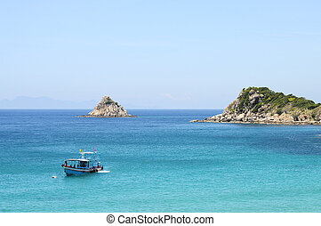 Bay of Ao Leuk on Koh Tao island, and view over Shark island and diving boat