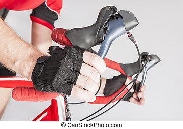 kolarstwo, dzierżawa, atleta, pojęcia, sterownica, closeup, podwójny, siła robocza, rękawiczki, concepts., sport, levers., droga