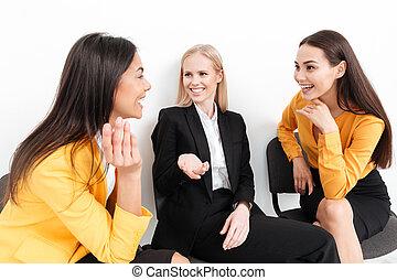 koledzy, biuro, posiedzenie, inny., mówiąc, każdy, kobiety, szczęśliwy