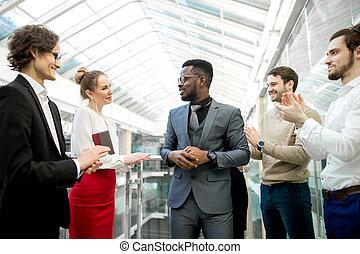 kolega, muži, povolání, tleskaní, dva, jejich, čas, ruce, usmívaní, otřes