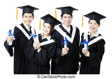 kolegium, absolwenci, stanie uśmiechnięte, suknie, skala