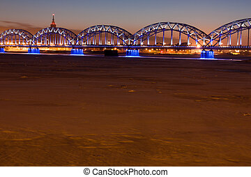 kolejowy most, w nocy