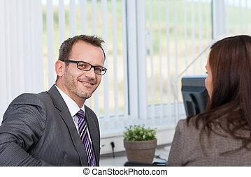 kolléga, üzletember, vita