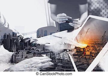 kollega, væv konstruktør, docking, tablet, lys, laptop, digitale, diskuter, to, indvirkning, diagram, telefon, computer, konstruktion, skrivebord, klaviatur, data, marmor, raffineret