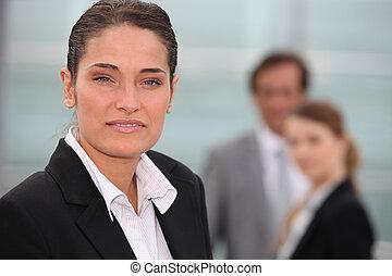 Kollegen, Geschäftsfrau, Fokus, hintergrund, Porträt, heraus