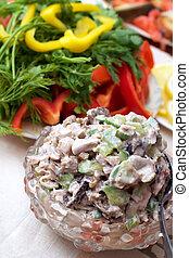 komkommer, groene salade, squids