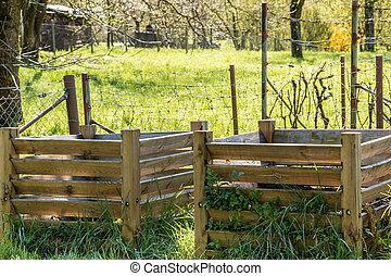 kompost, haufen, mit, fruchtbar, gartenerde, in, der, grün,...