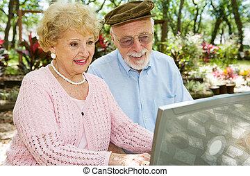 komputer, cieszyć się, seniorzy