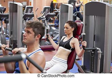 koncentrerat, knuffa, centrera, par, fitness, press, användande