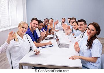 konference rum, doktorer, vink, deres, hænder
