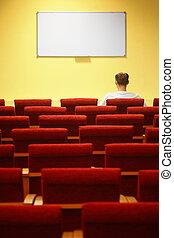 konferencja, hall., hałasy, posiedzenie, ognisko, jeden, chairs., opróżniać, krzesło, pierwszy, row., człowiek