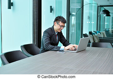 konferencyjny pokój, laptop, asian, biznesmen, używając