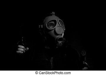 konflikt, man, beväpnat, med, gevär, och, gas maskera, på, skum fond