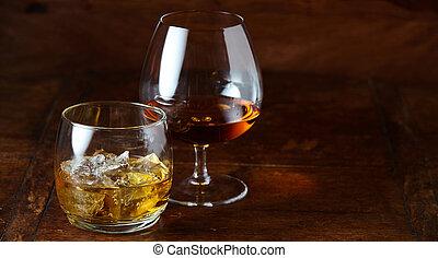 koniak, trzęsie się, whisky, snifter