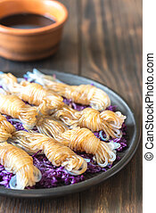 Konnyaku noodles with red cabbage
