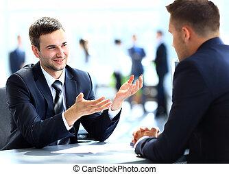 kontor, affärsfolk, talande, möte, lycklig