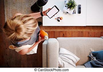 kontrola, wiadomość, dostrzelony, na górze, kobieta, telefon, klasa, stosowność, patrząc, dom, odejście, przed